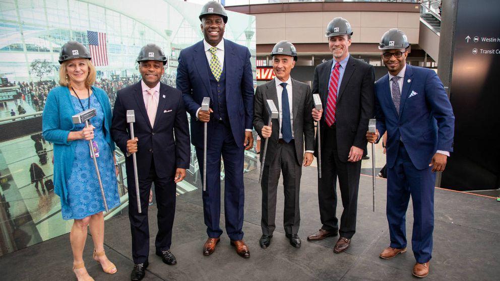 Ferrovial inicia la remodelación del aeropuerto de Denver con Magic Johnson
