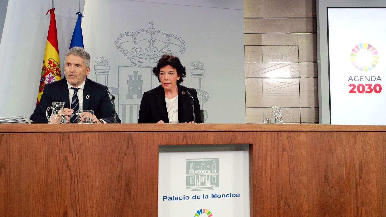 Foto: La portavoz del Gobierno, Isabel Celaá y el ministro del Interior, Fernando Grande- Marlaska, durante la rueda de prensa posterior a la reunión del Consejo de Ministros que ha tenido lugar en La Moncloa. (EFE)