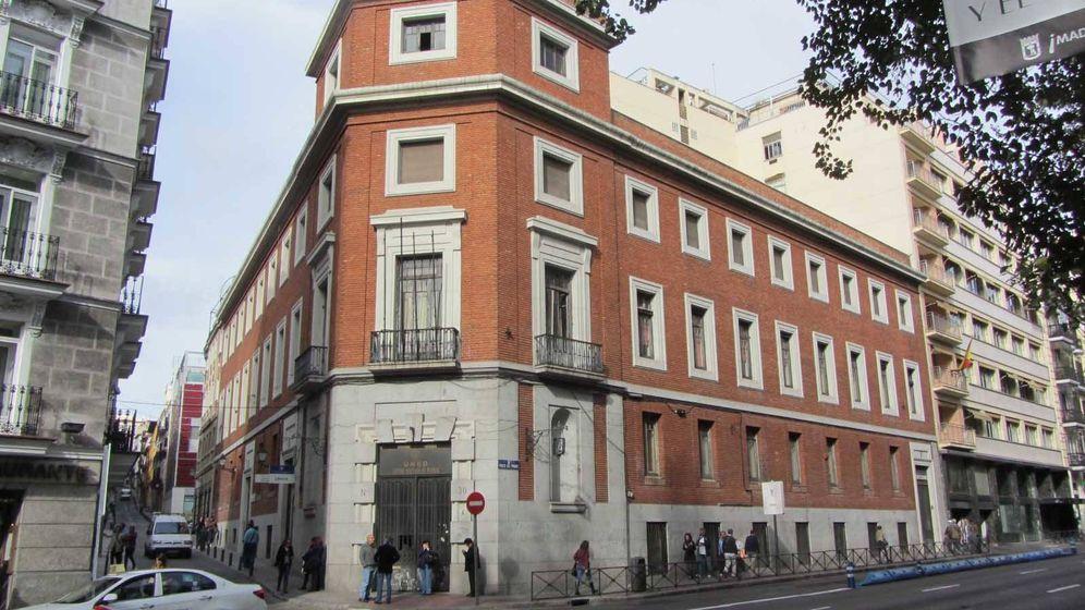 Foto: Fachada del edificio situado en el Paseo del Prado número 30.
