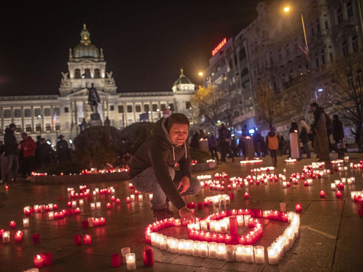 Foto: Homenaje a Václav Havel, primer presidente de la Republica Checa tras la revolución de terciopelo. (Reuters)