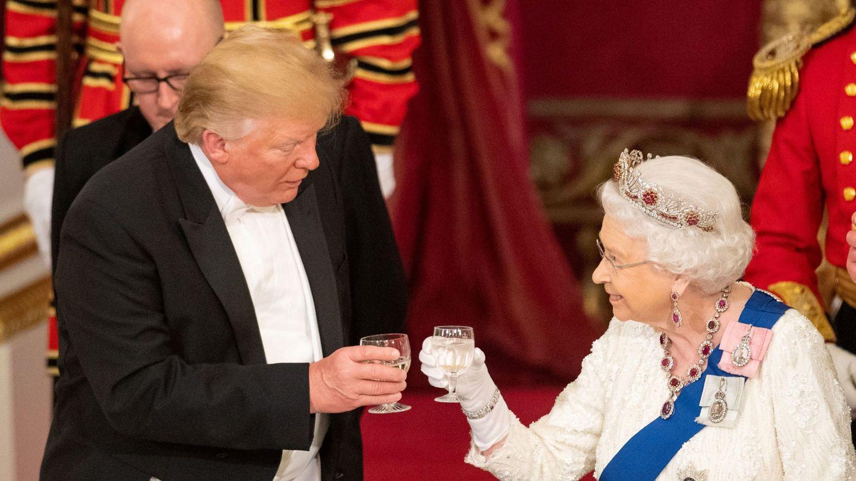 El presidente Trump y la reina Isabel,  durante la visita de Estado. (Reuters)