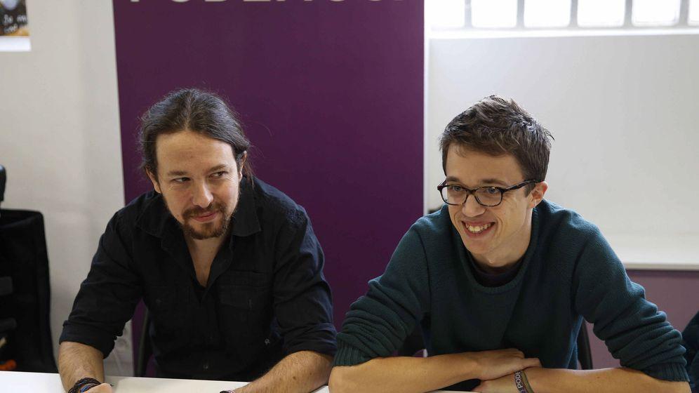 Foto: El secretario general de Podemos, Pablo Iglesias, y el número dos, Íñigo Errejón, durante la reunión del último consejo ciudadano celebrado en diciembre. (EFE)