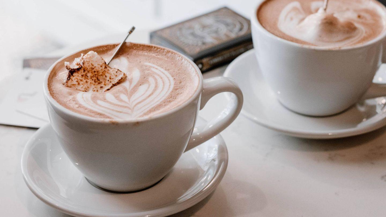 El bulletproof coffee es habitual en la dieta keto. (Briana Tozour para Unsplash)