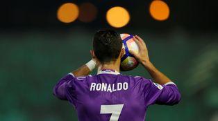 Cristiano Ronaldo, Balón de Oro de la solidaridad