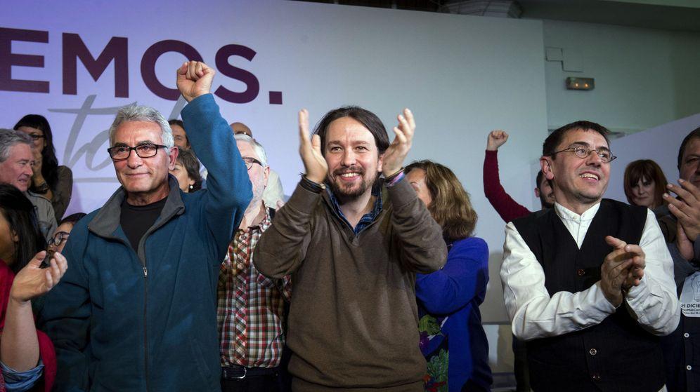 Foto: Pablo Iglesias, junto a Juan Carlos Monedero y Diego Cañamero (Efe).