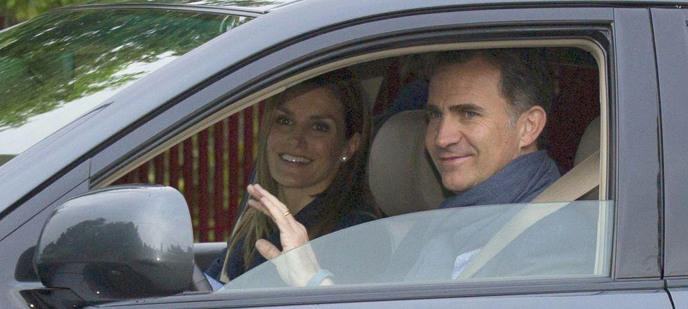 Foto: Don Felipe y doña Letizia saludan el día de su aniversario a la prensa (Gtres)