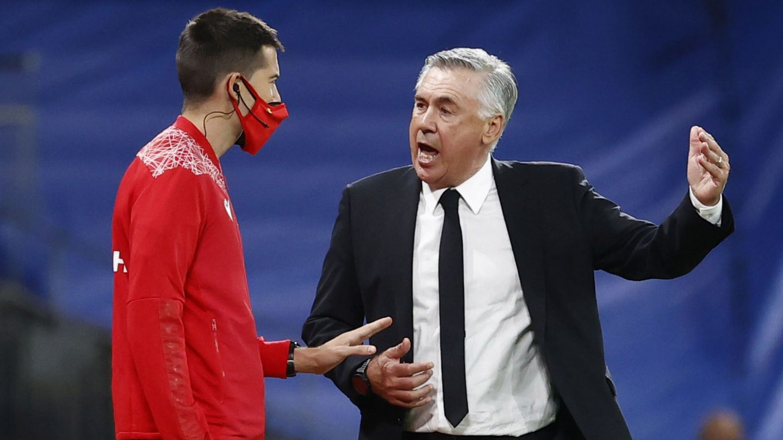 Ancelotti protestó el posible penalti a Nacho Fernández. (Reuters)