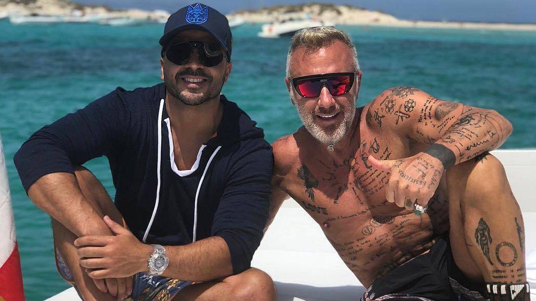 Foto: Gianluca Vacchi y Luis Fonsi, en Espalmador. (IG)