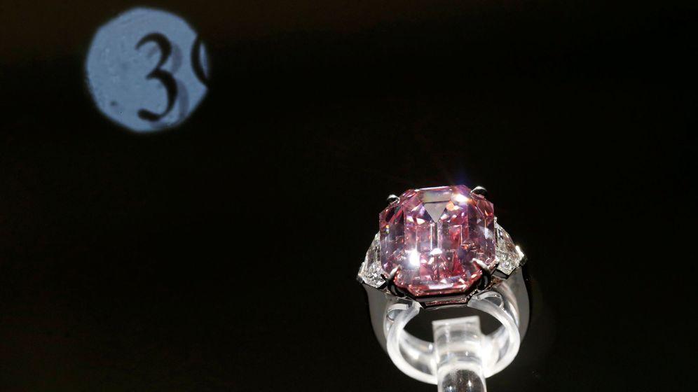 Foto: El Pink Legacy, el diamante de los 19 quilates y 45 millones de euros (Reuters/Denis Balibouse)