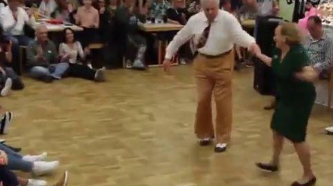 Acrobacias y mucho 'swing': el impresionante baile de una pareja de abuelos