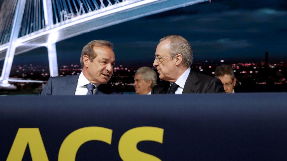 Foto: El presidente de ACS, Florentino Pérez (d), conversa con el consejero delegado, Marcelino Fernández (i).