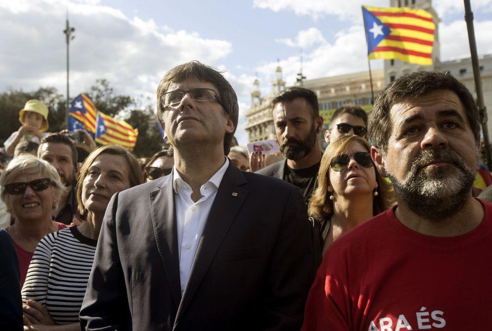 Foto: El presidente de la Generalitat, Carles Puigdemont, en la manifestación con motivo de la Diada. (EFE)