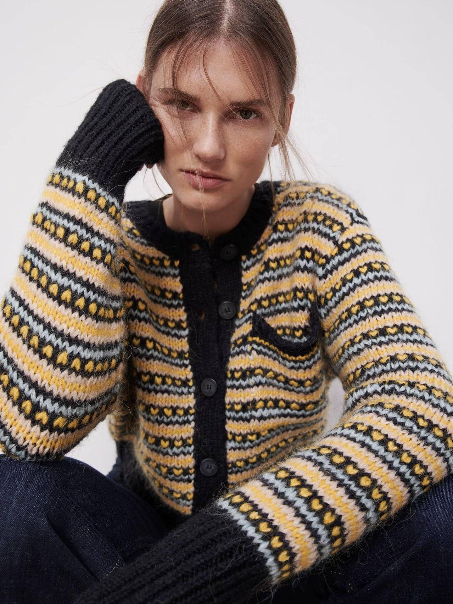 Chaquetade punto de Zara al estilo de la de Amelia Bono. (Cortesía)