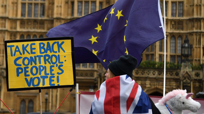May insiste en renegociar con Bruselas mientras crece el miedo entre las empresas