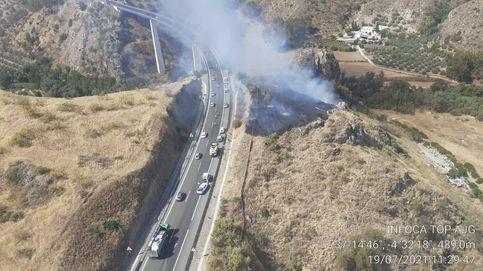Controlado el incendio que provocó el camión precipitado en Benamejí (Córdoba)