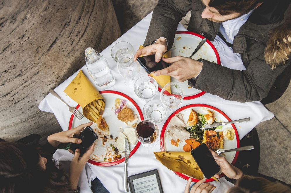 Foto: Gracias a las fotos subidas a Instagram, al menos os estáis enterando de lo que estáis comiendo. (iStock)