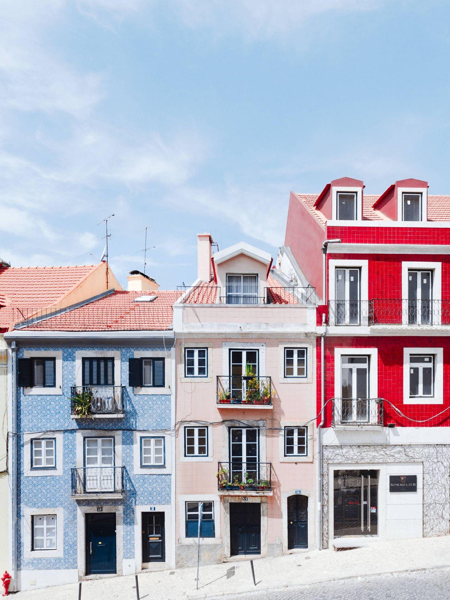 Casas de colores y fachadas con azulejos, así son los edificios de la capital portuguesa. (Unsplash)