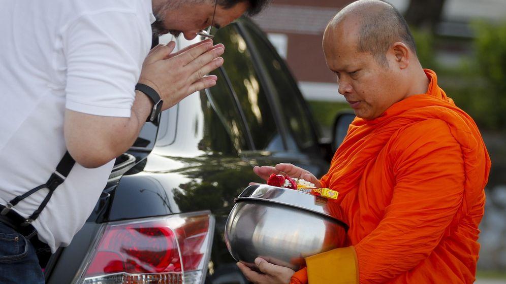 Foto: Los monjes tailandeses, cada vez más obesos debido a la mala alimentación. Foto:  EFE Diego Azubel