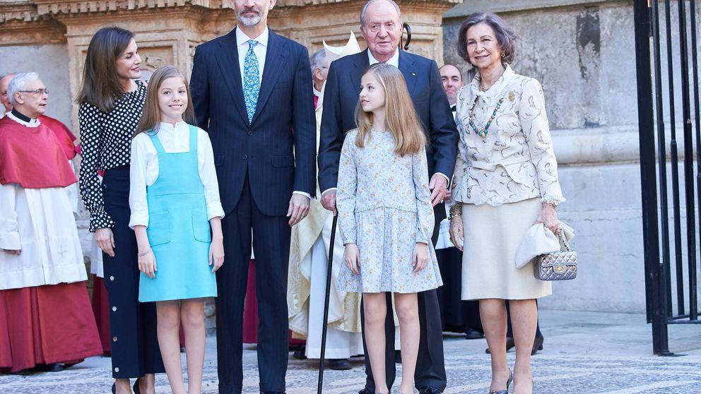 Don Juan Carlos reaparece en la misa de Pascua de Mallorca presidida por Felipe y Letizia.