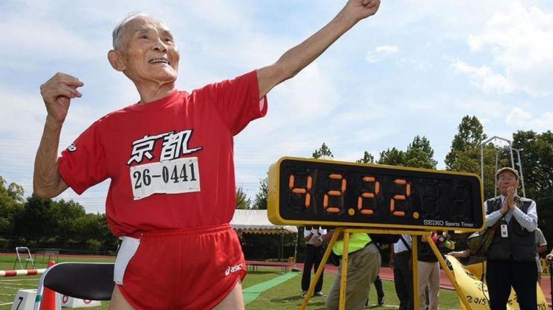 Así es 'Golden Bolt', el abuelo de 105 años con el récord de veteranos de los 100 metros