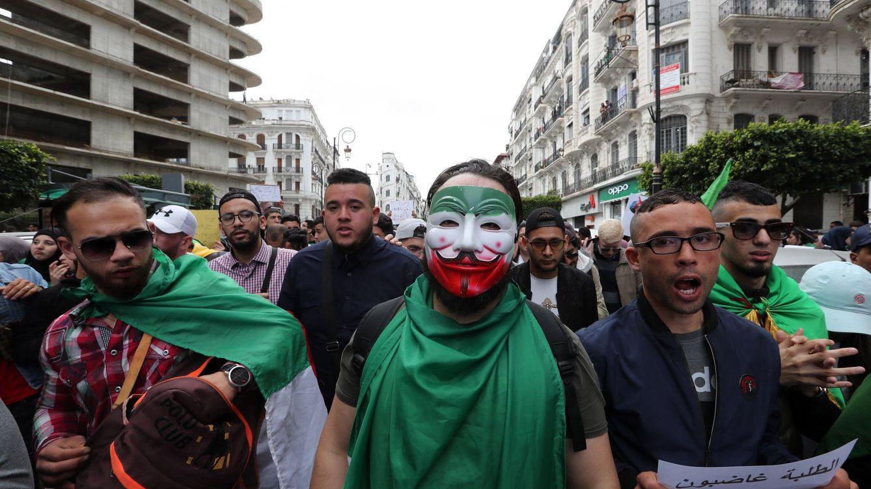 El jefe del Ejército de Argelia aboga por declarar incapacitado a Buteflika