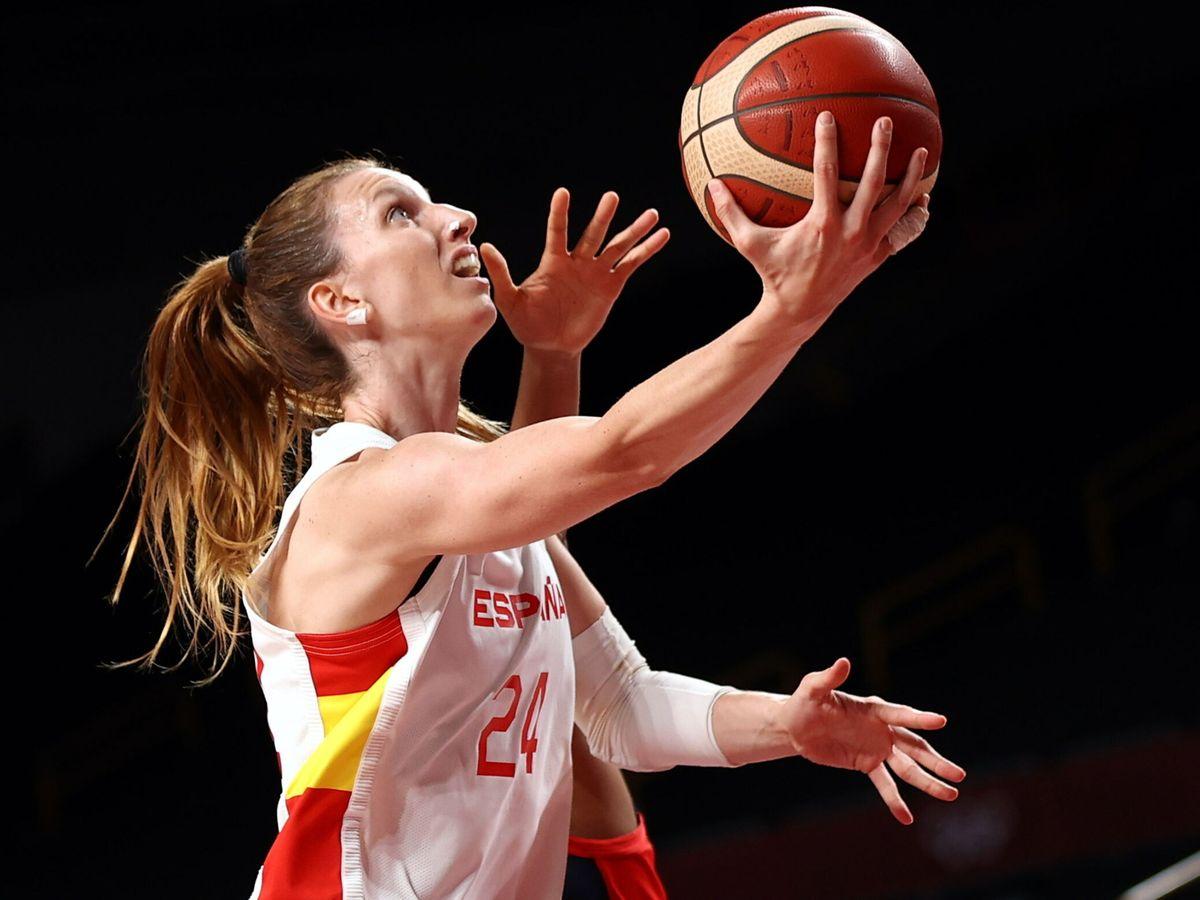 Foto: Laura Gil durante un partido de 'basket' ante Francia en Tokio. (EFE)