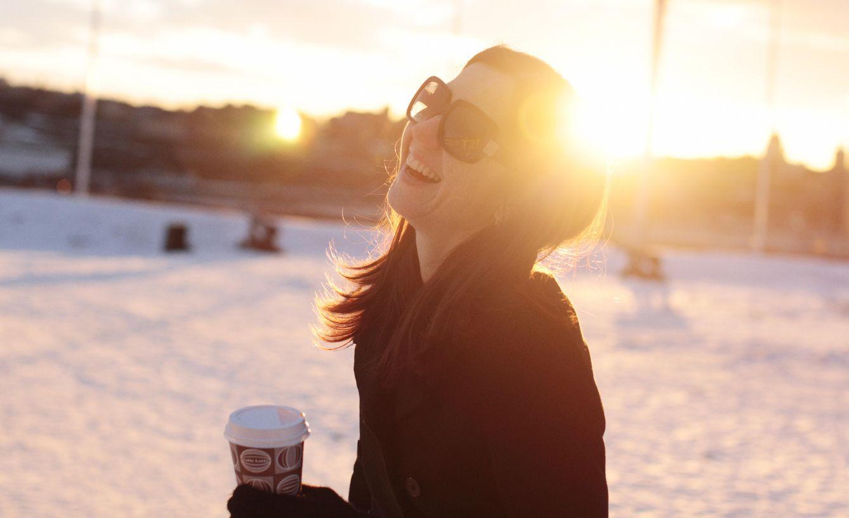 Foto: Sí, hace un frío que pela, pero tú también sonreirías si salieses del trabajo a las tres de la tarde. (Corbis)