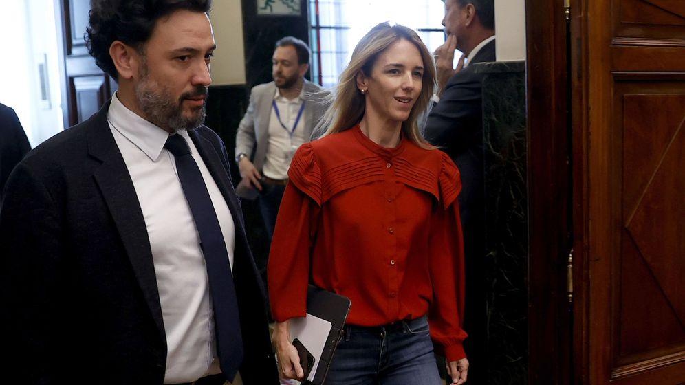 Foto: Los diputados del PP, Cayetana Álvarez de Toledo y Guillermo Mariscal, a su salida de la reunión de la Junta de Portavoces. (EFE)