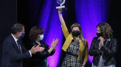 El Govern 'reboicotea' el Planeta, pero Colau sube al escenario con Carmen Calvo