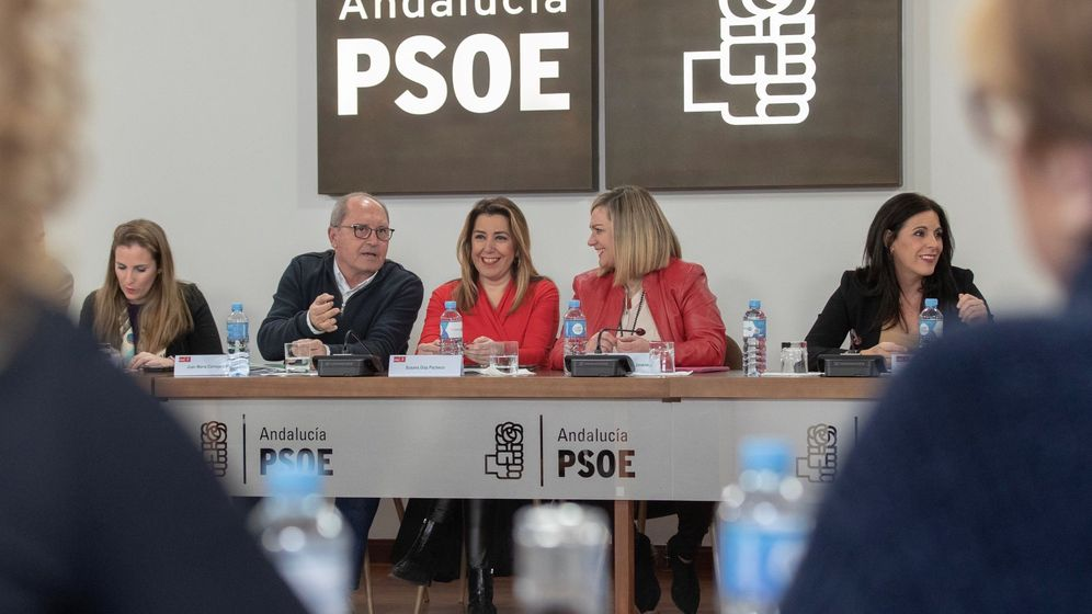 Foto: La secretaria general del PSOE-A y presidenta de la Junta en funciones, Susana Díaz (c), durante la reunión de la comisión ejecutiva regional de su partido. (EFE)