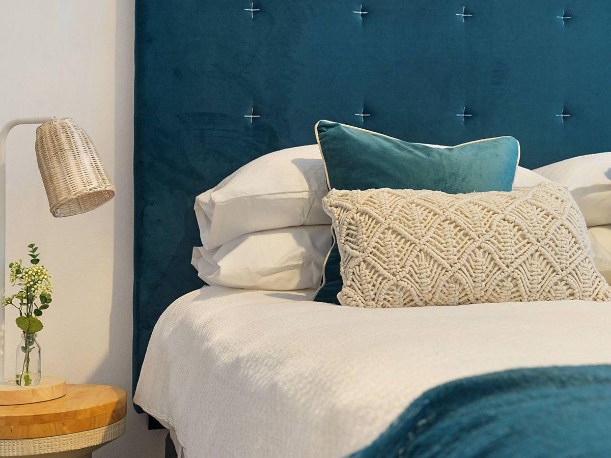 Foto: Camas de Ikea para cuartos pequeños pero ordenados. (Greg Rivers para Unsplash)
