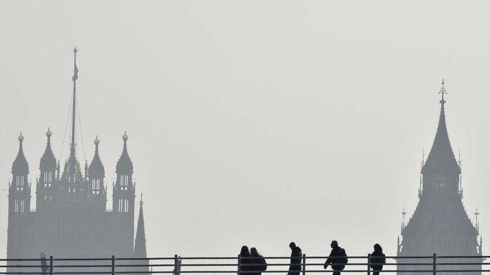 Foto: El puente de Waterloo, frente al Parlamento de Londres (Reuters).