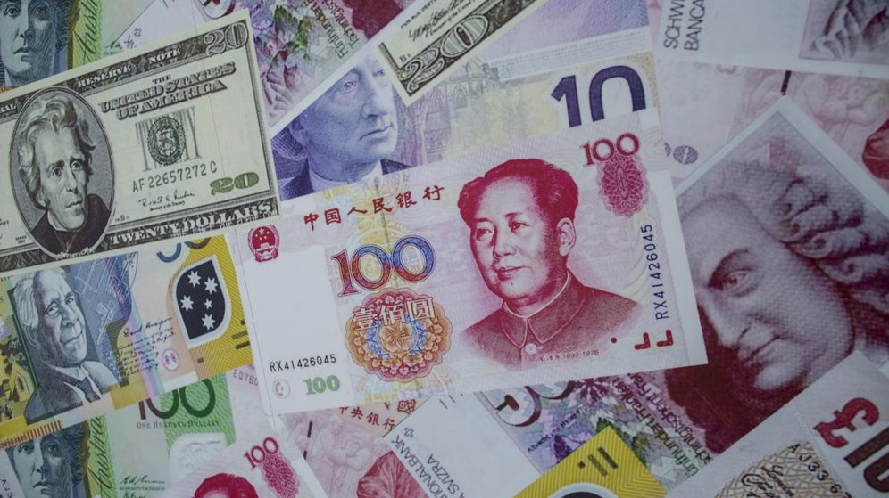 Foto: Imágenes de billetes con el yuan como protagonista. / REUTERS