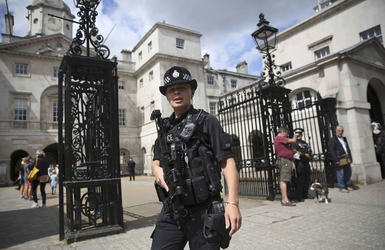 Foto: Una agente de policía armada de patrulla en Londres, el 3 de agosto de 2016 (Reuters).