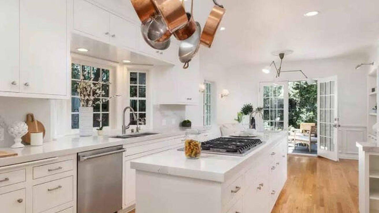 Cocina de la mansión que Leonardo DiCaprio vende en Los Ángeles. (Realtor)