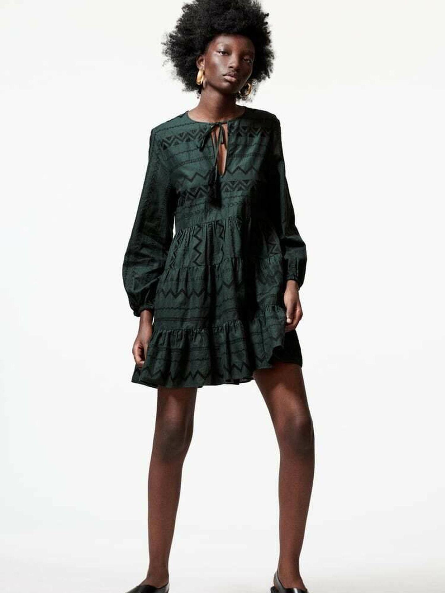 El vestido corto de Zara. (Cortesía)