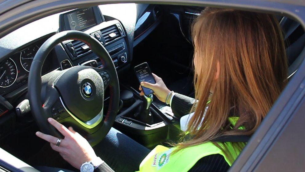 El 60% de los conductores españoles utiliza el móvil al volante