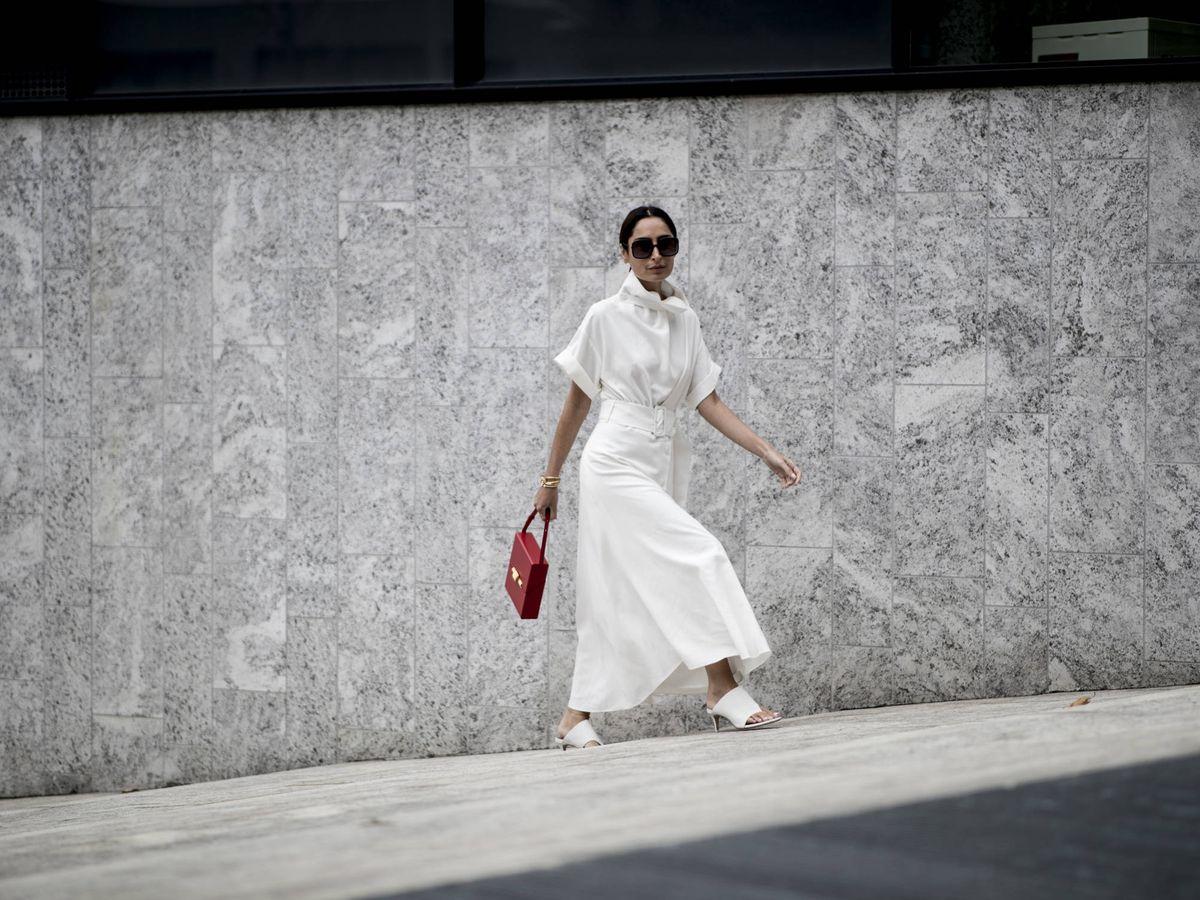 Foto: Este verano sí: aprende a llevar el vestido blanco. (Imaxtree)