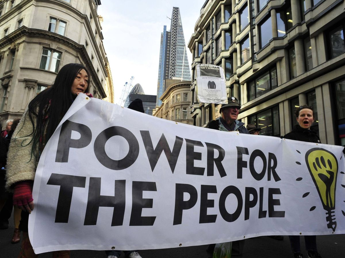 Foto: Protestas por el precio de la luz en Londres. (Reuters)