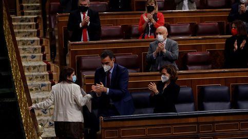 El PSOE mete el BOE en la lucha partidista contra la oposición y salpica al Rey