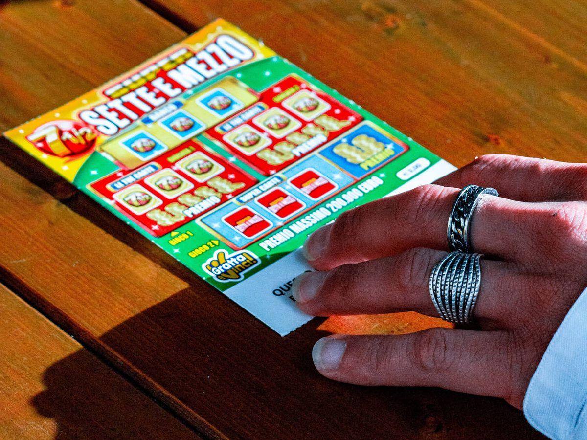 Foto: Ganó 2 millones con un rasca y gana porque el 7 es su número de la suerte (Emiliano Vittoriosi para Unsplash)