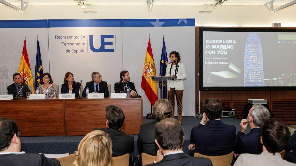 Foto: La ministra de Sanidad, Dolors Montserrat(c), durante la presentación oficial de la candidatura de Barcelona para albergar la sede de la Agencia Europea del Medicamento. (EFE)