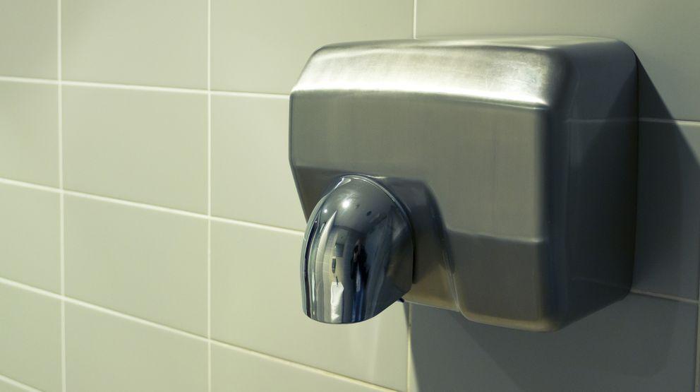 Foto: Los secadores de manos ocultan peligros que no seríamos capaces ni de sospechar. (iStock)