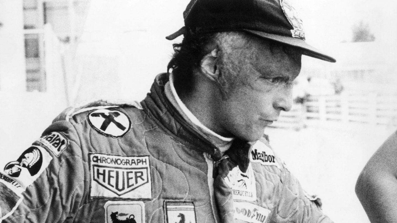 Fotografía de archivo realizada el 26 de abril de 1977 del expiloto Niki Lauda durante un entrenamiento en el circuito del Jarama, en Madrid. (EFE)