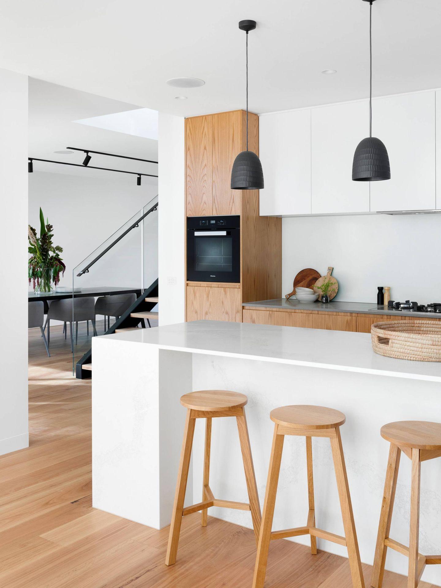 Beneficios deco de las cocinas paneladas. (R Architecture para Unsplash)