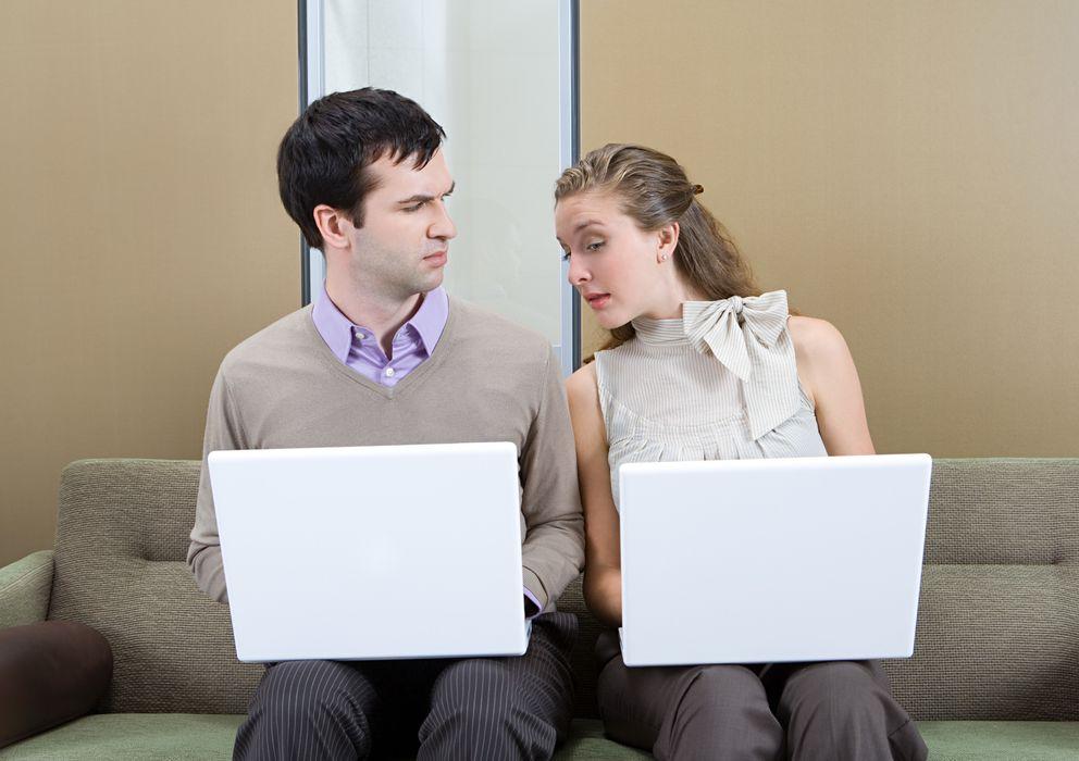 Foto: A las mujeres les preocupa más que sus parejas tengan vínculos emocionales con otras mujeres que que se acuesten con ellas. (Corbis)