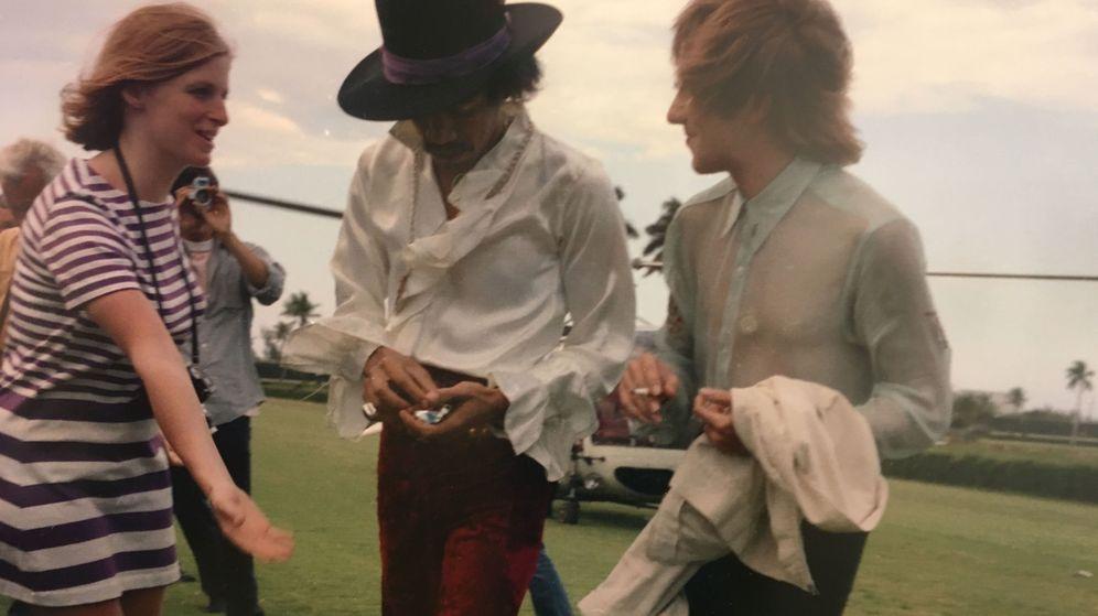 Foto: Jimi Hendrix junto a Linda Eastman y Mitch Mitchell en Woodstock (EFE)