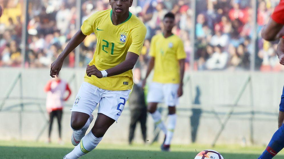 Foto: Rodrygo, con las categorías inferiores de Brasil. (EFE)