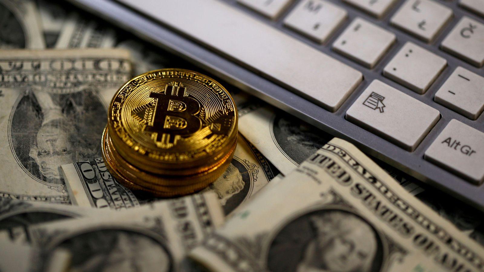 Bitcoin (BTC) şi Rubla rusească (RUB) Calculator al Ratei de Schimb Valutar a Conversiei