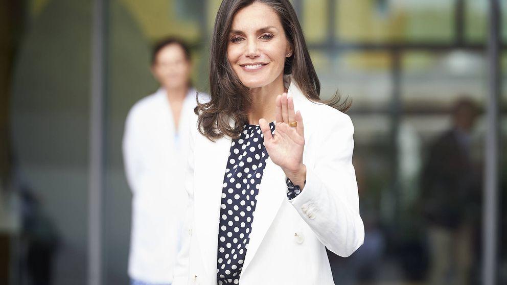 Doña Letizia recupera por segunda vez la blusa más polémica de su vestidor
